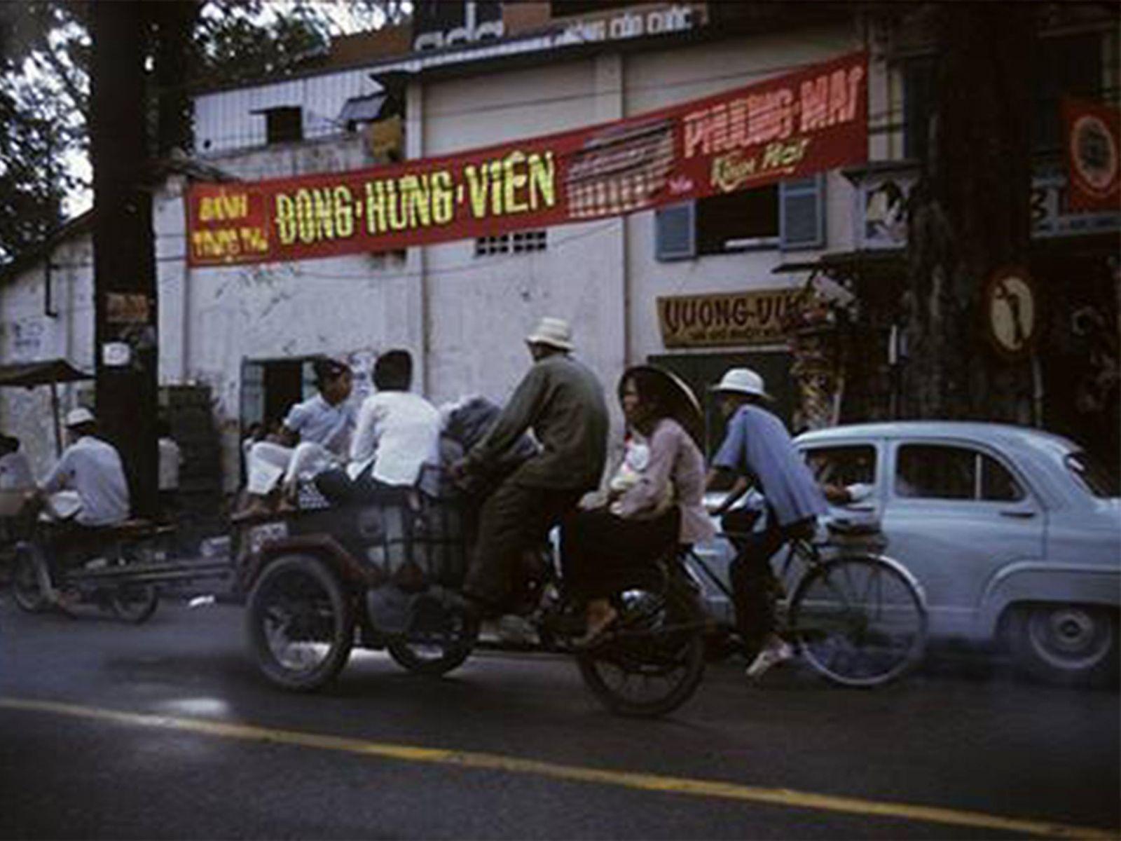 Lò Bánh Sài Gòn Lâu Đời Còn Sót Lại: Đông Hưng Viên